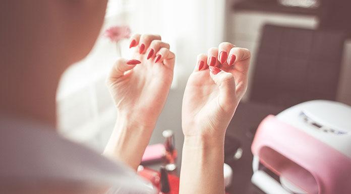 Jak samodzielnie zrobić paznokcie hybrydowe?