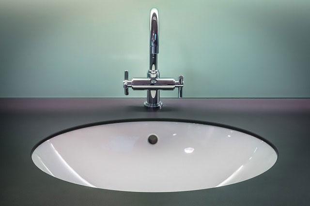 Jak zaaranżować firmową łazienkę?